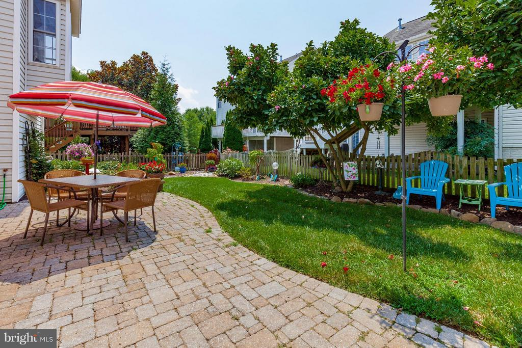 Custom landscaping - 2595 BEAR DEN RD, FREDERICK