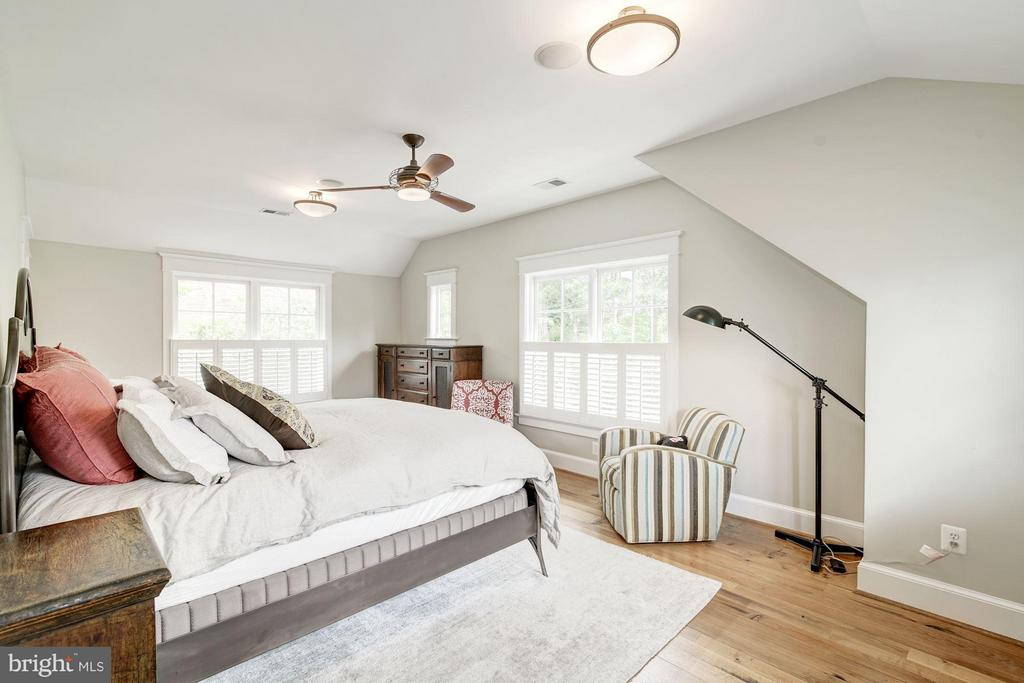 Large Master Bedroom - 303 VIRGINIA AVE, ALEXANDRIA