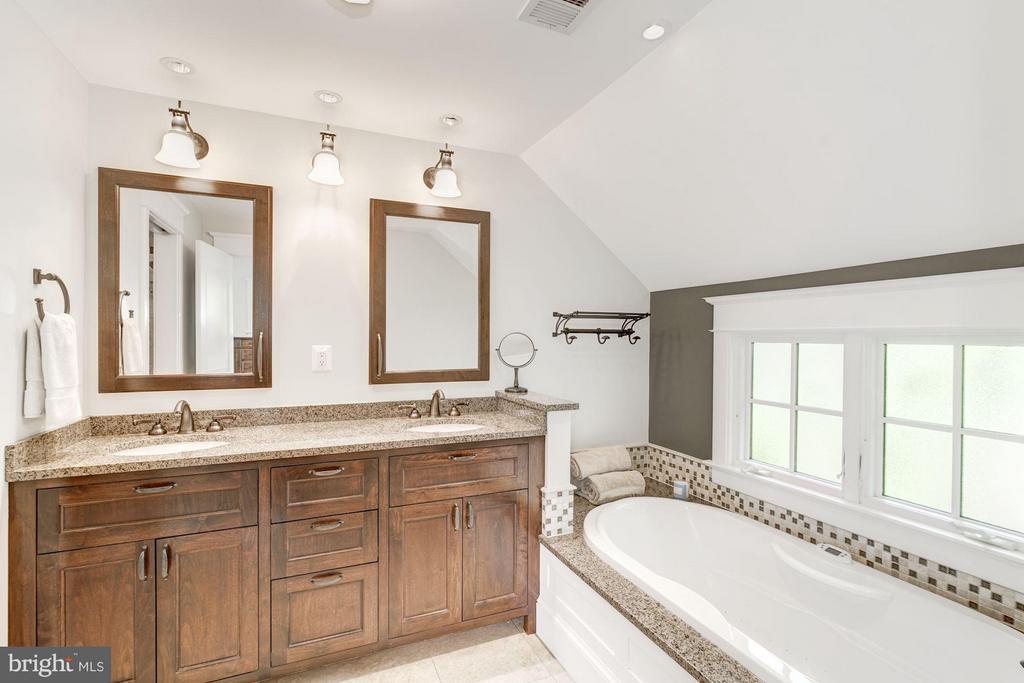 Gorgeous Master Bathroom - 303 VIRGINIA AVE, ALEXANDRIA