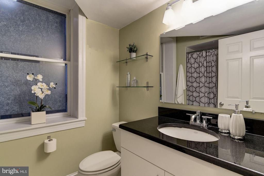 Master Bath with Tub - 1217 N ST NW #1, WASHINGTON