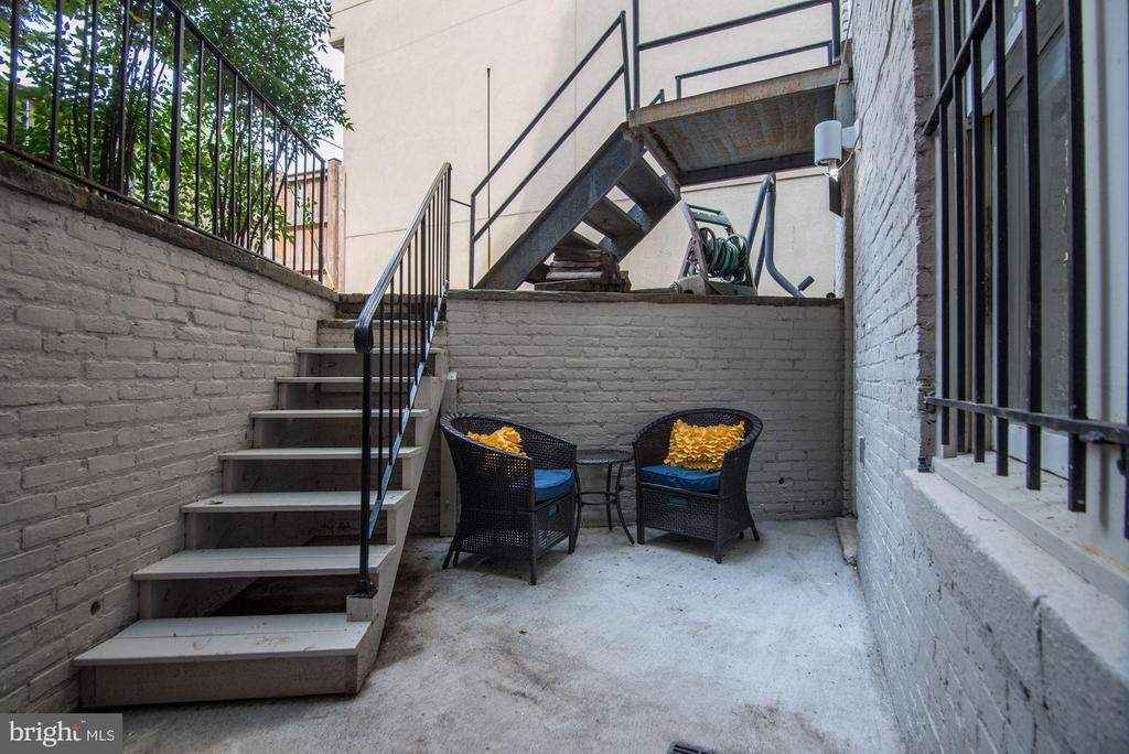 Private Patio Perfect for Grilling & Fresh Air - 1217 N ST NW #1, WASHINGTON