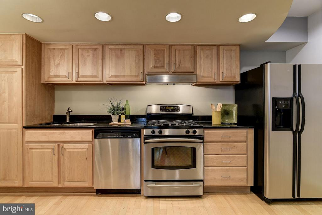 Updated Stainless Appliances and Granite Counters - 1217 N ST NW #1, WASHINGTON