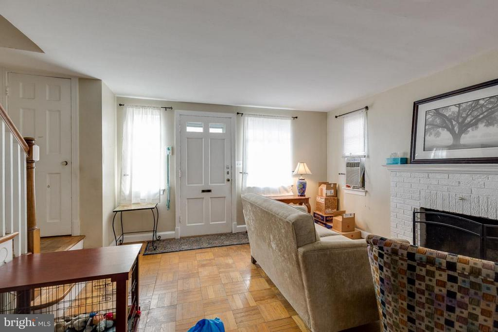 Living Room look at those hardwood floors! - 817 DEVON PL, ALEXANDRIA