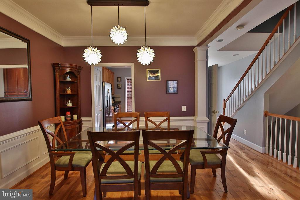 Trim details carries throughout the entire home. - 2464 TERRA COTTA CIR, HERNDON