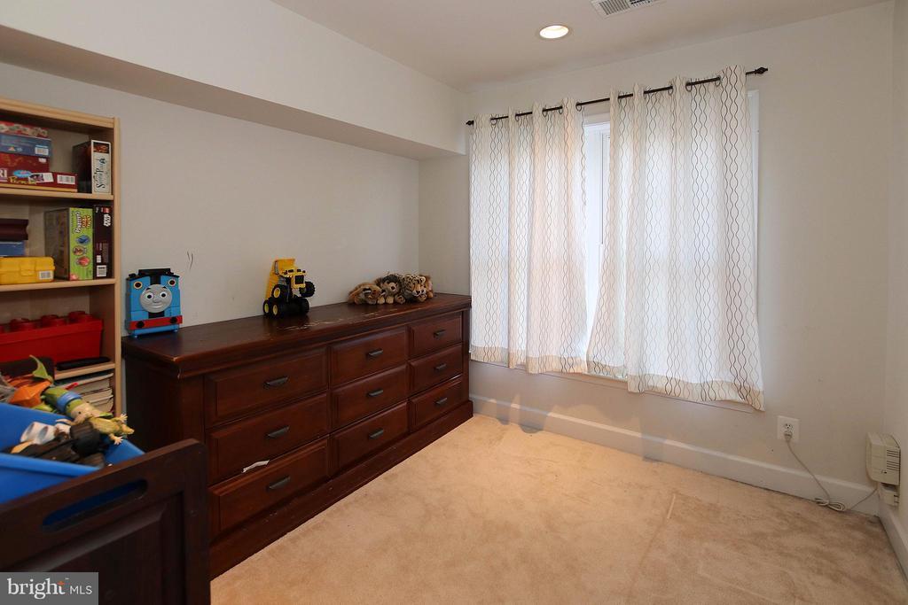 LL bonus room perfect as a home office, playroom - 2464 TERRA COTTA CIR, HERNDON