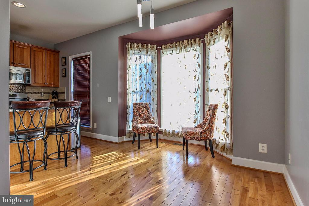Bright  breakfast room with bay window - 2464 TERRA COTTA CIR, HERNDON