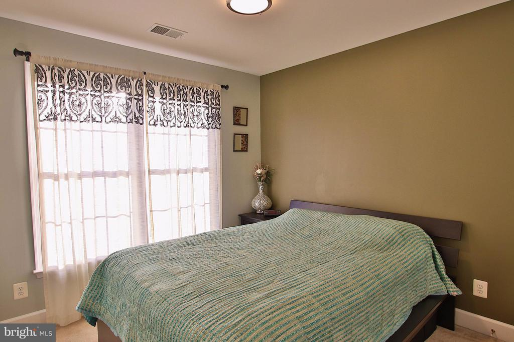 2nd bedroom - 2464 TERRA COTTA CIR, HERNDON