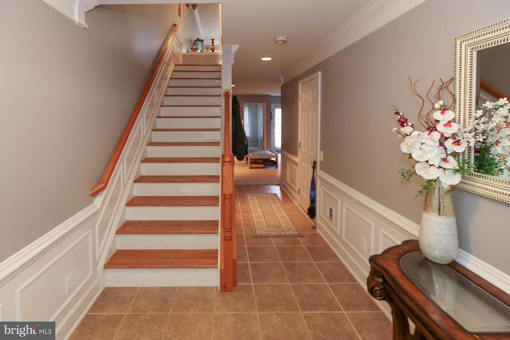 Welcome home! Look at all this fabulous detailing! - 2464 TERRA COTTA CIR, HERNDON