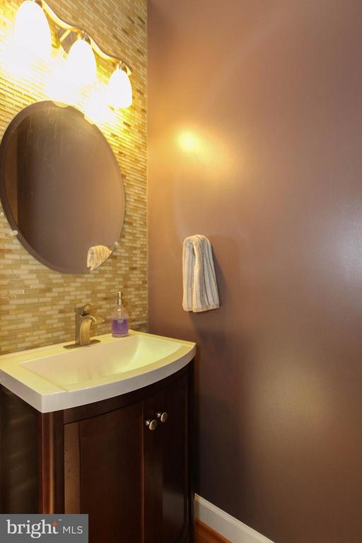 Powder room with eye catching glass tile backdrop - 2464 TERRA COTTA CIR, HERNDON
