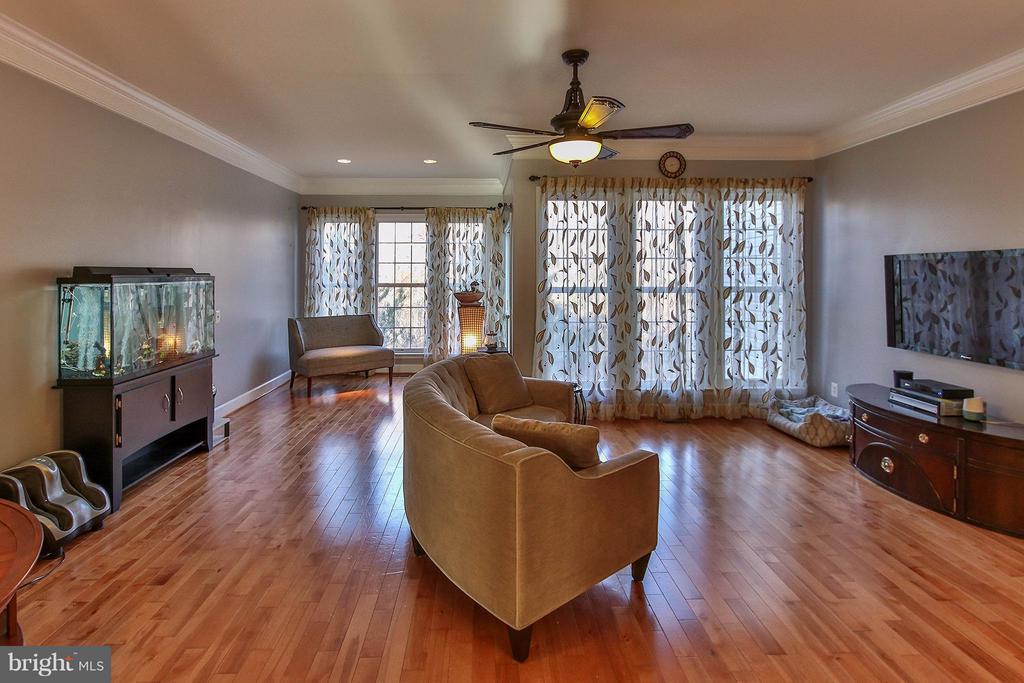 Gleaming hdwd floors thru out the 1st upper level - 2464 TERRA COTTA CIR, HERNDON