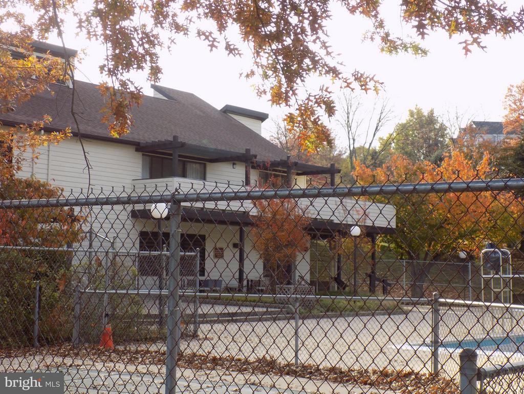 Onsite Community Building and Pool! - 18432 BISHOPSTONE CT #306, GAITHERSBURG