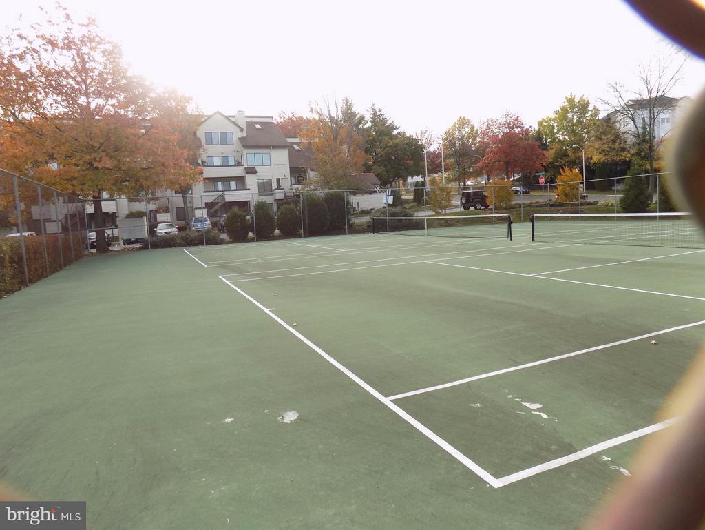 And Tennis Courts! - 18432 BISHOPSTONE CT #306, GAITHERSBURG