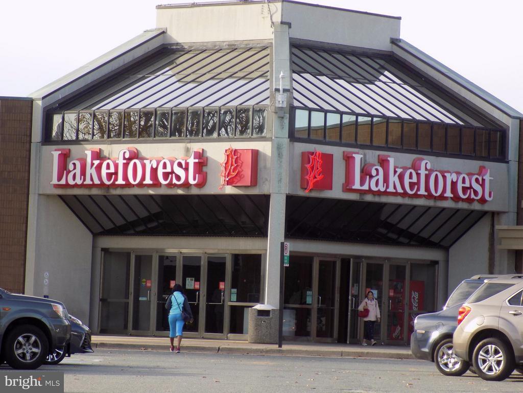 A short walk to Lake Forest Mall! - 18432 BISHOPSTONE CT #306, GAITHERSBURG