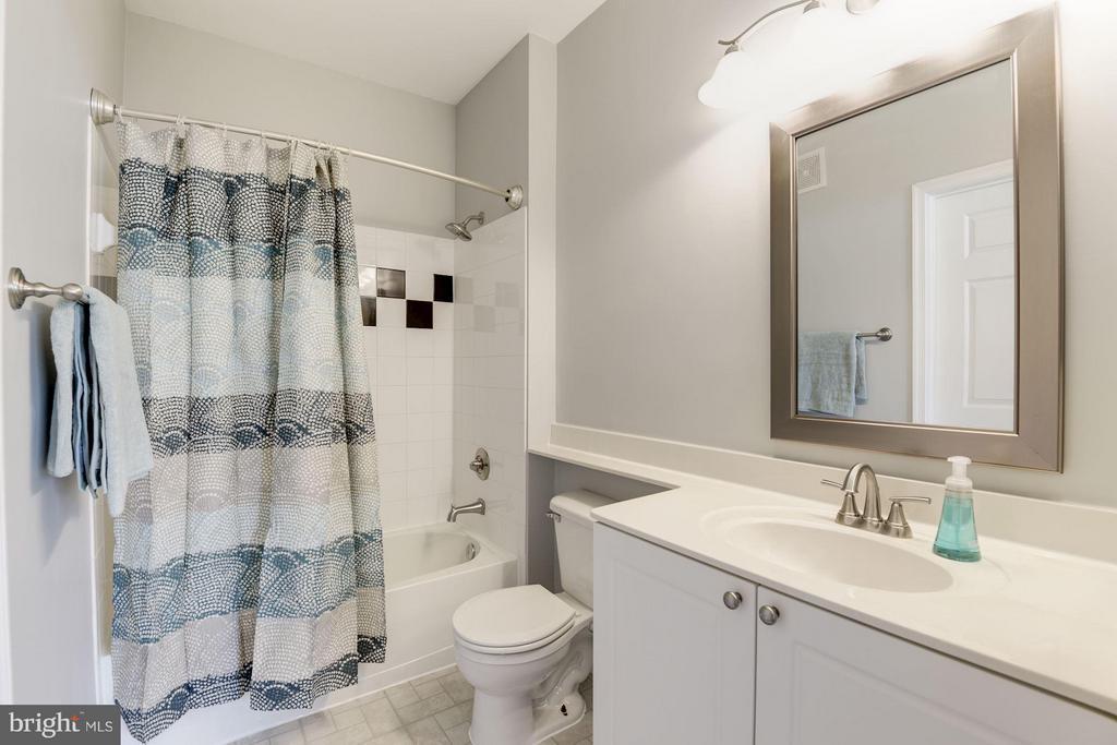 Master bathroom - 2765 CENTERBORO DR #466, VIENNA
