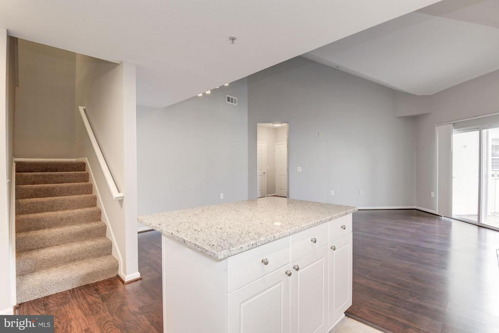 Kitchen island overlooks the living room - 2765 CENTERBORO DR #466, VIENNA