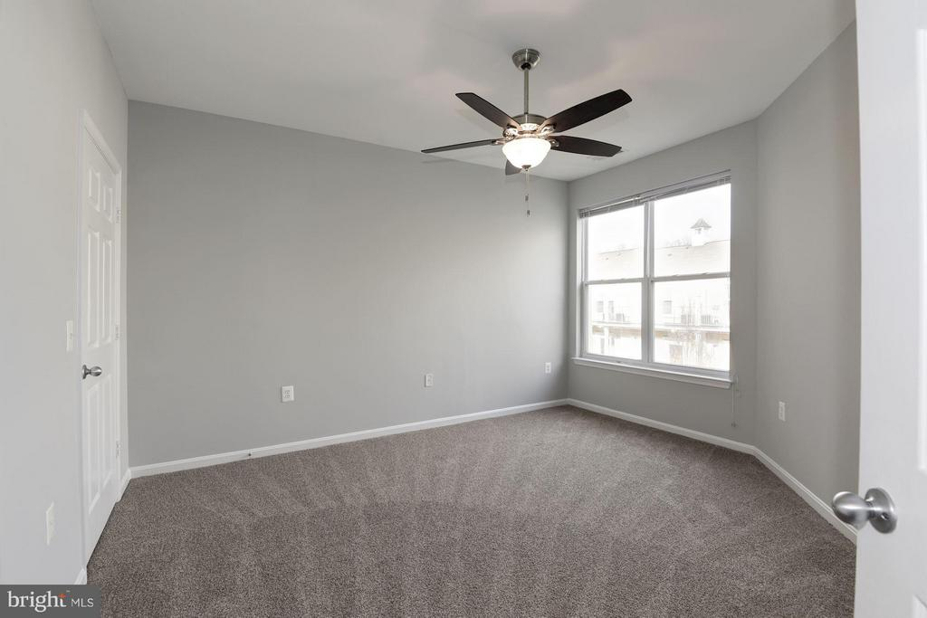 Master bedroom w/ ceiling fan - 2765 CENTERBORO DR #466, VIENNA