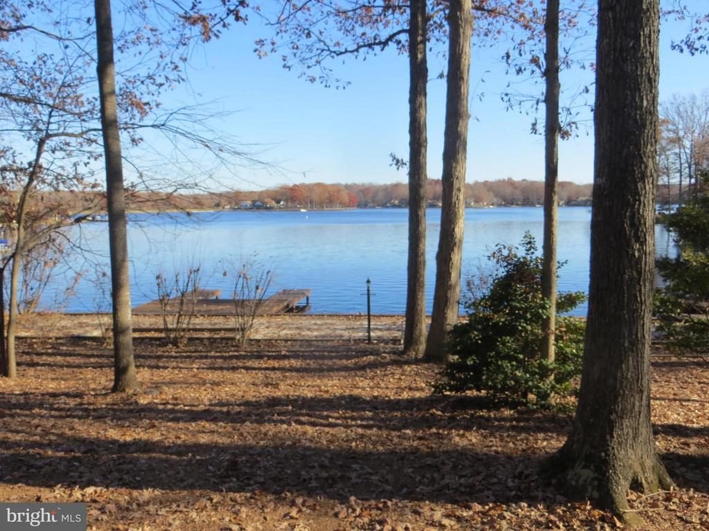 Un-matchable Lakeviews - 221 WAKEFIELD DR, LOCUST GROVE