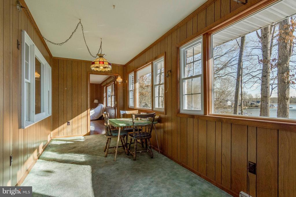 Sun Room look to living rm - 221 WAKEFIELD DR, LOCUST GROVE