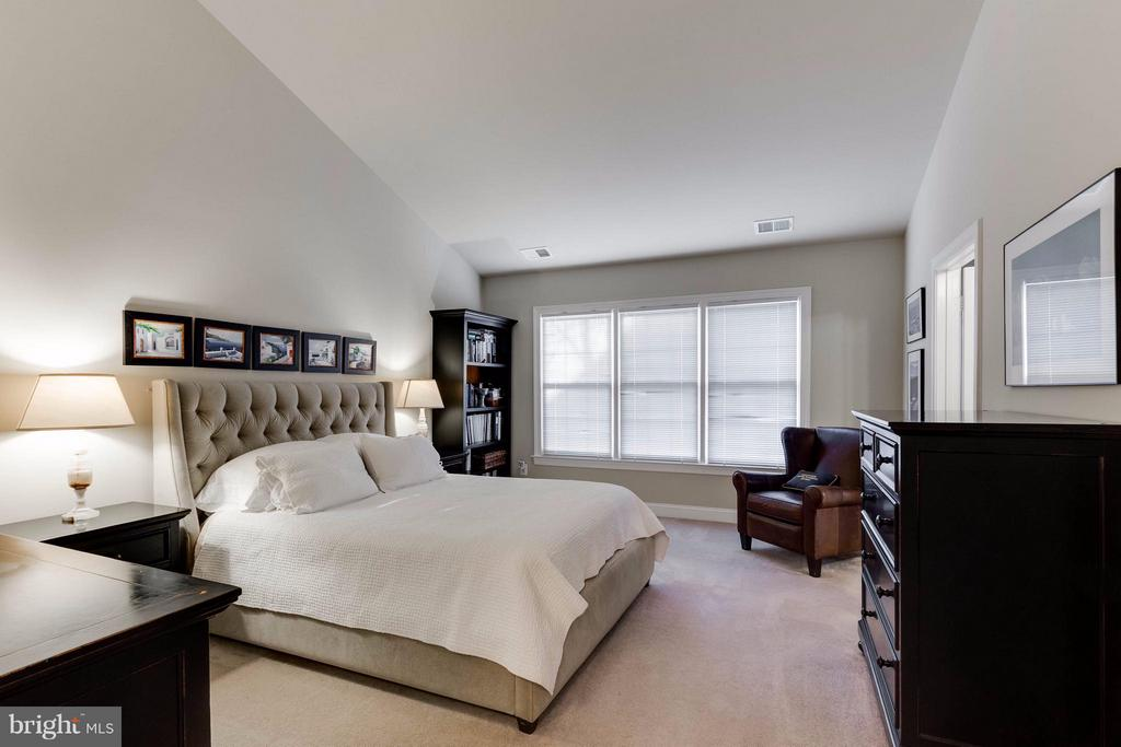 Master Bedroom - 11487 GLADE MEADOW DR, FAIRFAX
