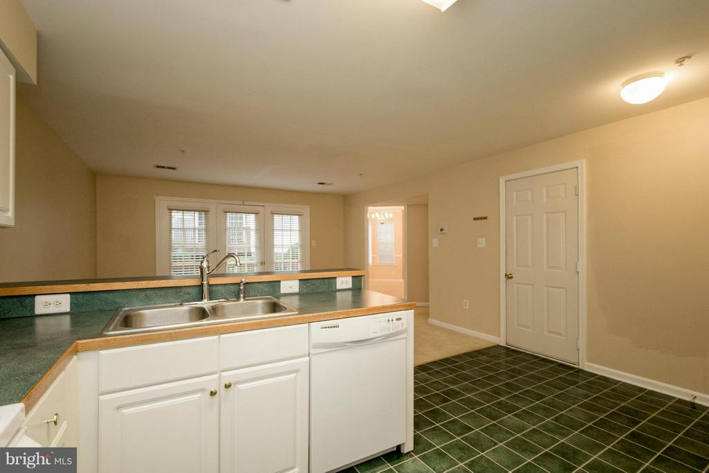 Kitchen - 312 OVERLOOK DR #6, OCCOQUAN