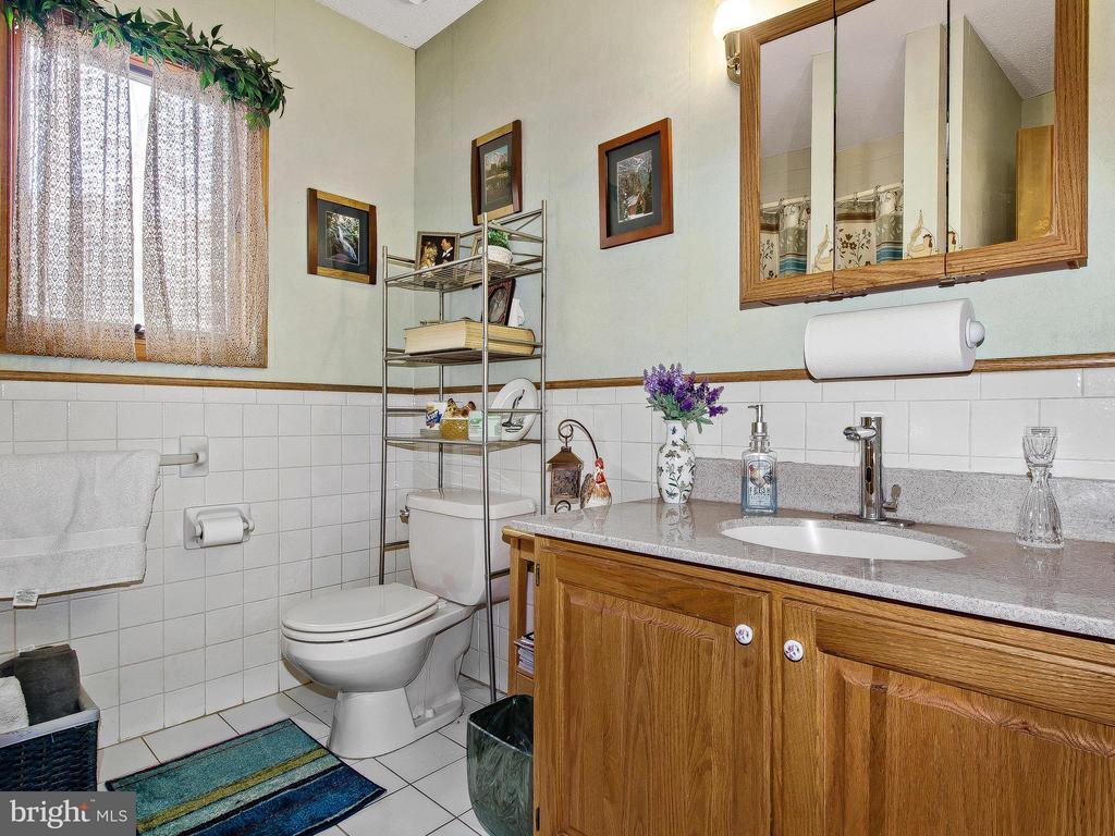 Bath - 9513 FLINT HILL CT, FREDERICKSBURG