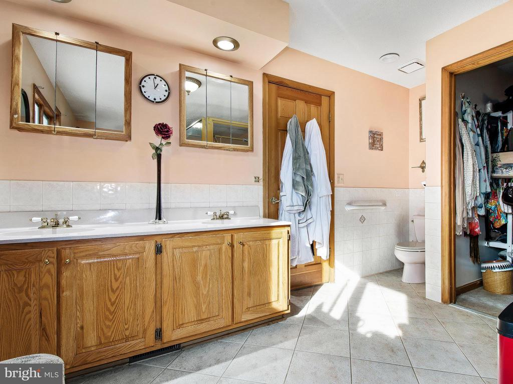 Bath (Master) - 9513 FLINT HILL CT, FREDERICKSBURG