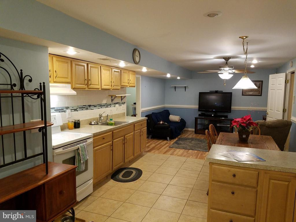 Kitchenette and dining area in basement. - 9513 FLINT HILL CT, FREDERICKSBURG