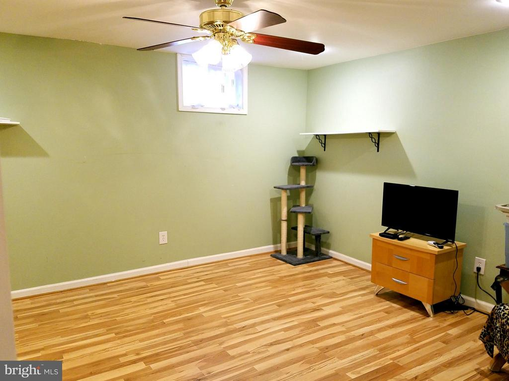 Basement office w/full bath. - 9513 FLINT HILL CT, FREDERICKSBURG