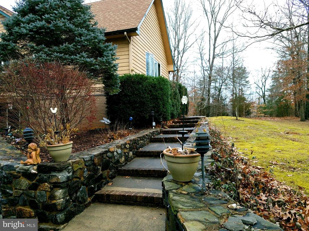 Stone walled walk to front door - 9513 FLINT HILL CT, FREDERICKSBURG