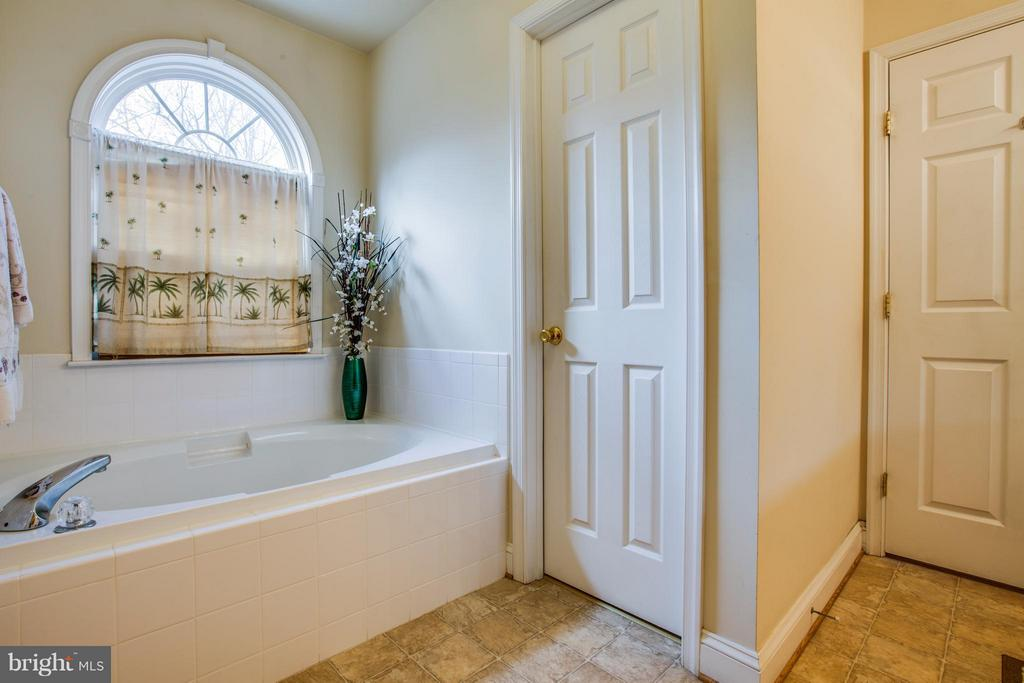Bath (Master) boasts 2 walk in closets - 4710 RIVER CREST CT, FREDERICKSBURG