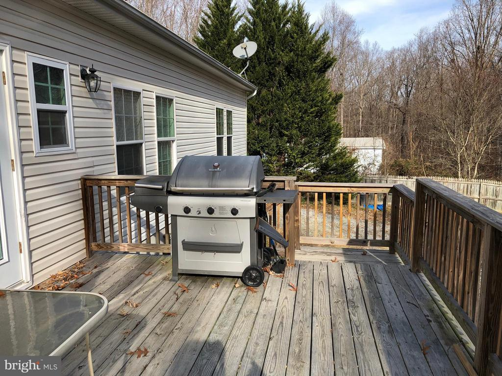 Spacious deck with Grill - 14609 ANTLER RD, FREDERICKSBURG