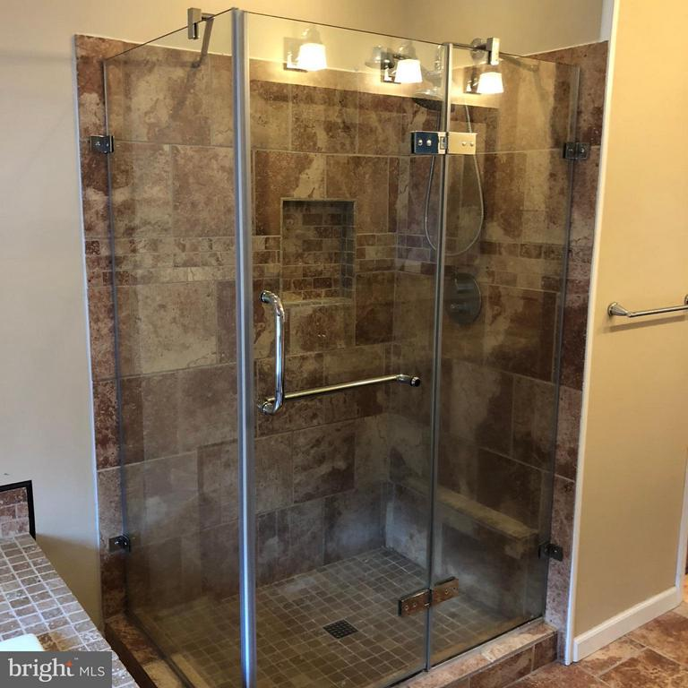 Awesome tiled shower ! - 14609 ANTLER RD, FREDERICKSBURG