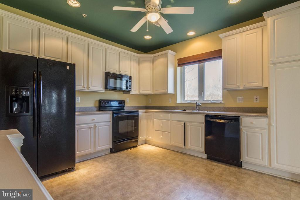 Ample cabinets and large floor space - 1 ASPEN HILL DR #50, FREDERICKSBURG