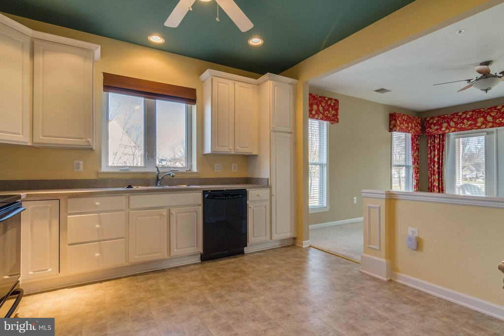 Kitchen has open floor plan - 1 ASPEN HILL DR #50, FREDERICKSBURG