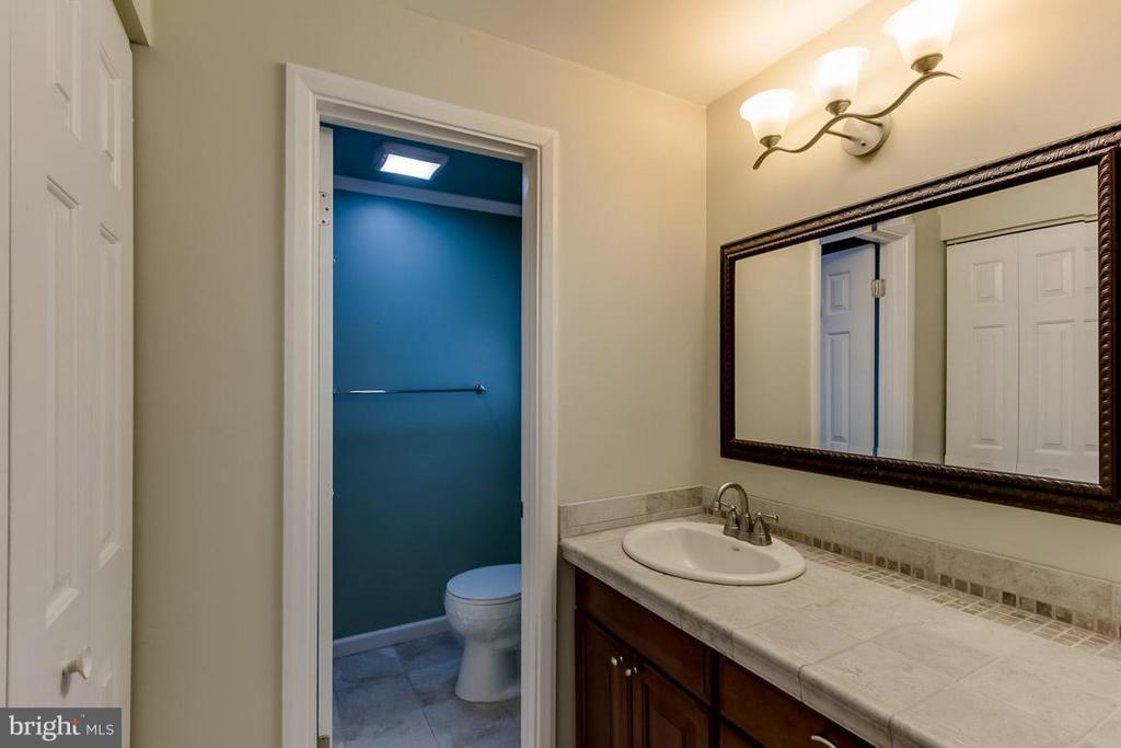 Bath (Master) - 9666 SPRINGS RD, WARRENTON