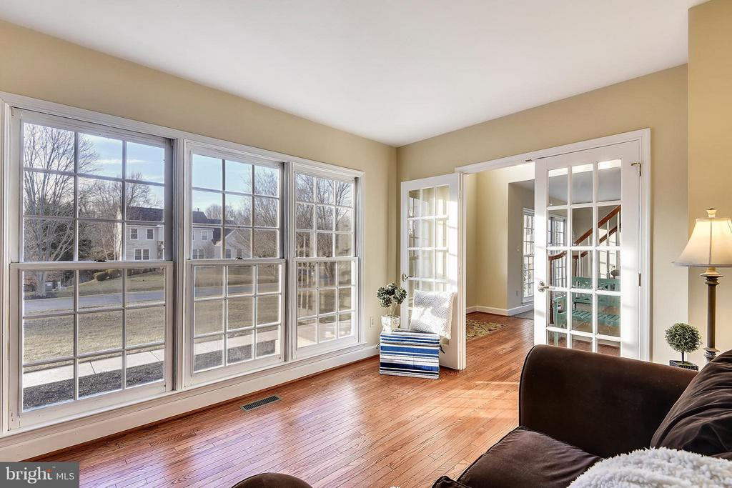 Large Study with beautiful views and private doors - 22520 SWEETLEAF LN, GAITHERSBURG