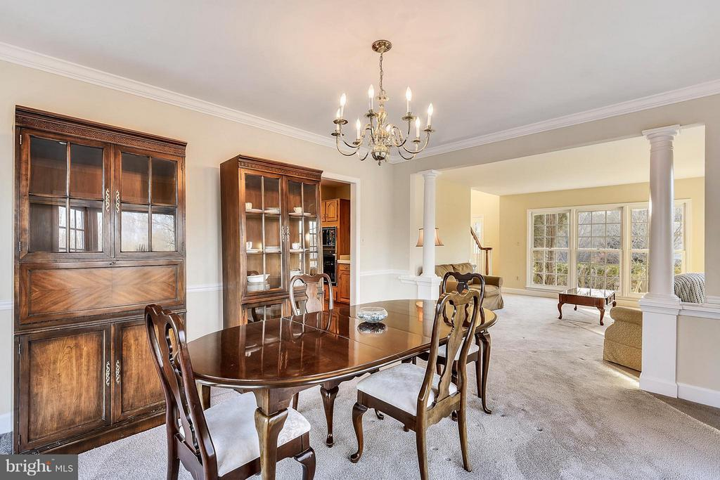 Dining Room and living room view - 22520 SWEETLEAF LN, GAITHERSBURG