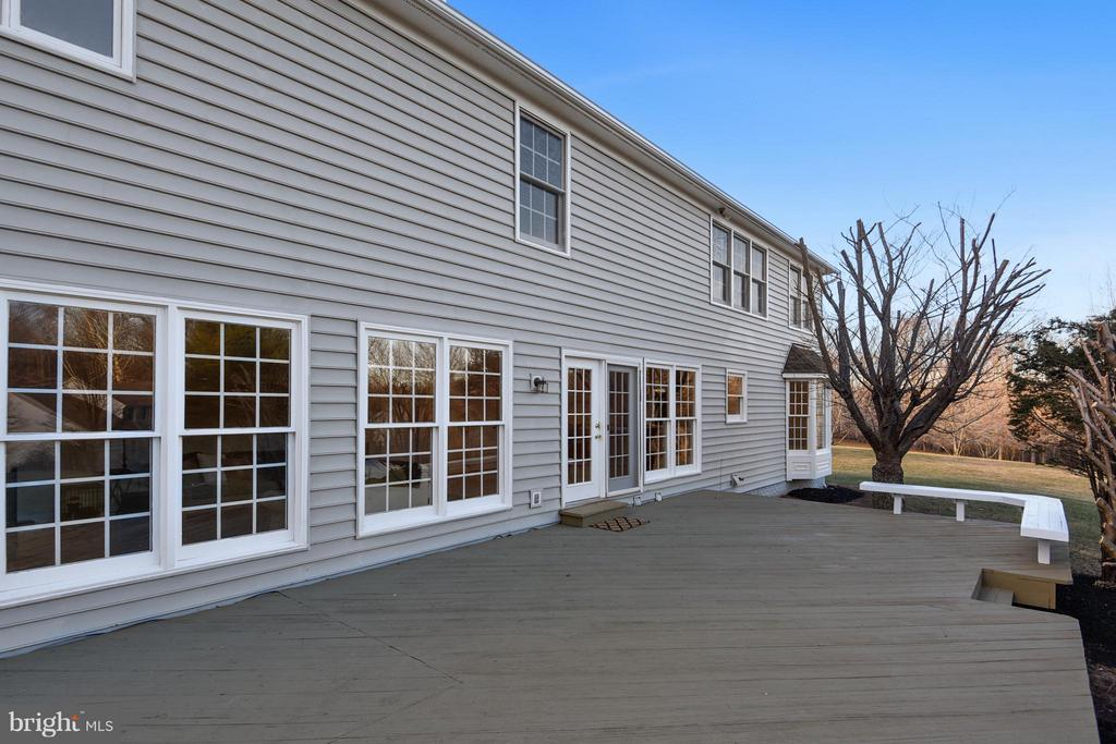 Huge deck french doors to kitchen and family room - 22520 SWEETLEAF LN, GAITHERSBURG