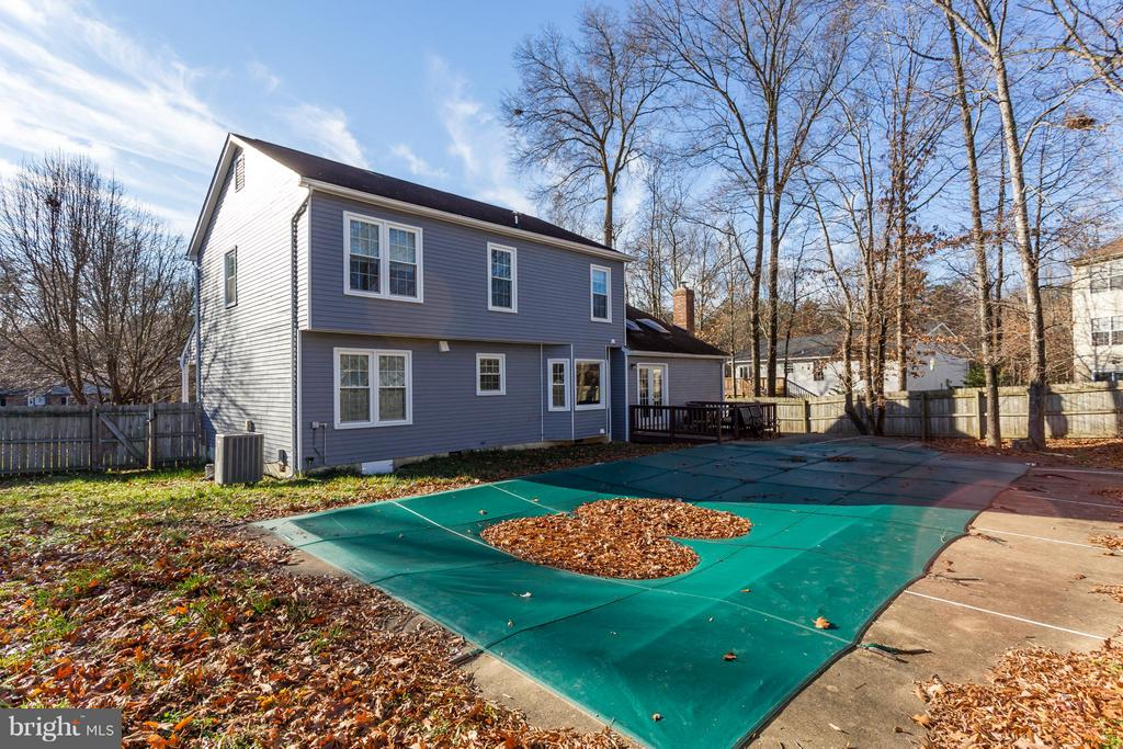 Level Backyard is perfect for play or entertaining - 257 WHITSONS RUN, STAFFORD