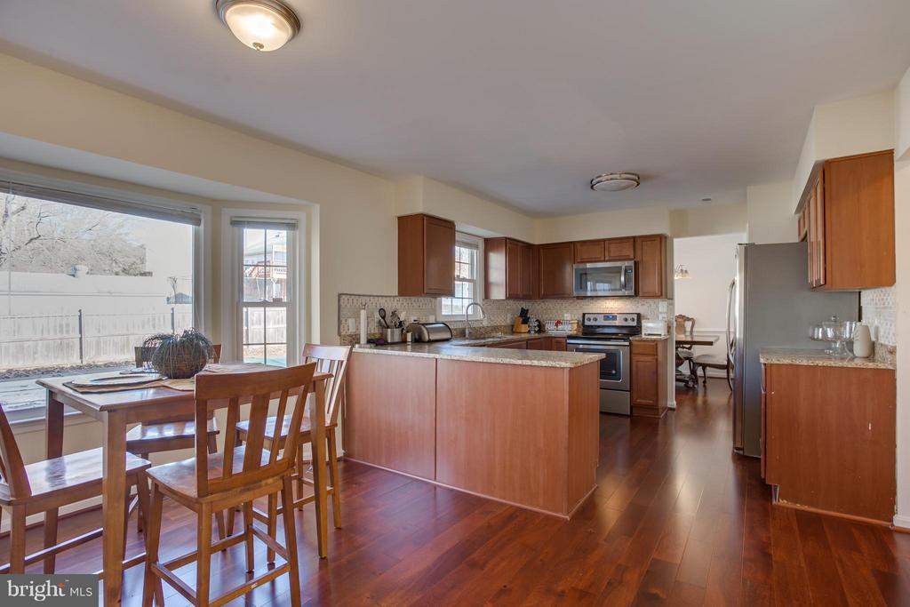 Open Sightline from the Kitchen to Family Room - 257 WHITSONS RUN, STAFFORD
