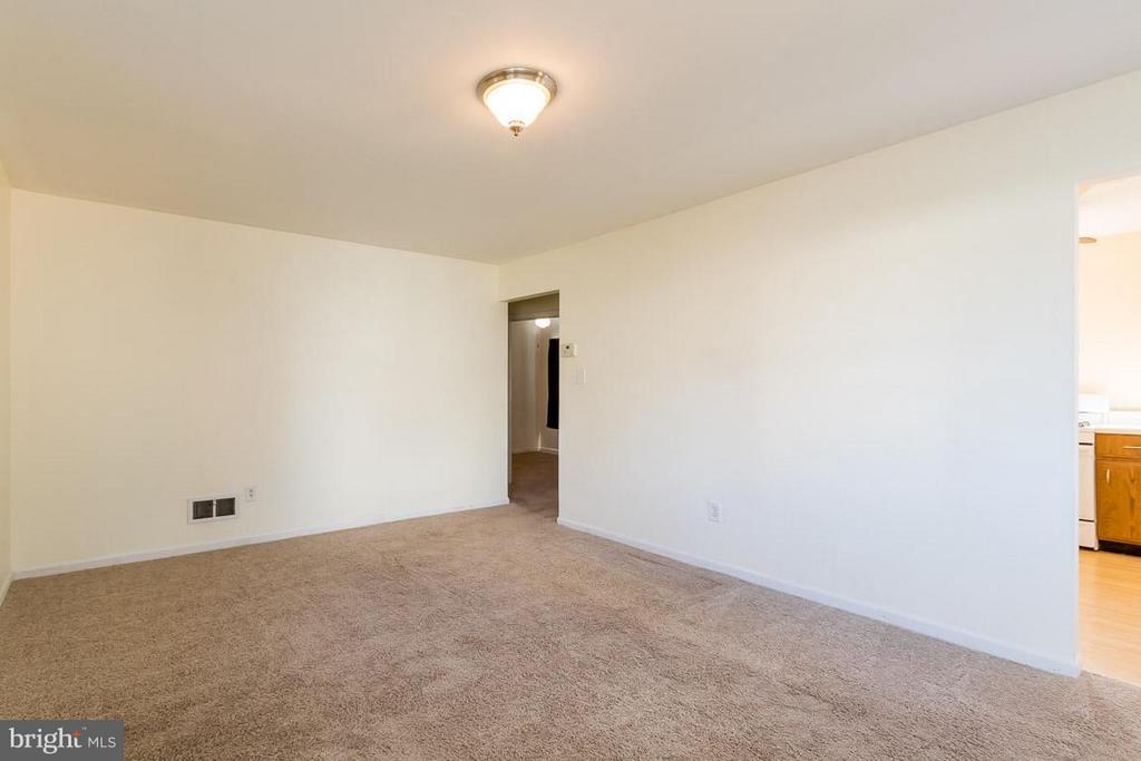 Living Room - 189 OLD CENTREVILLE RD, MANASSAS PARK