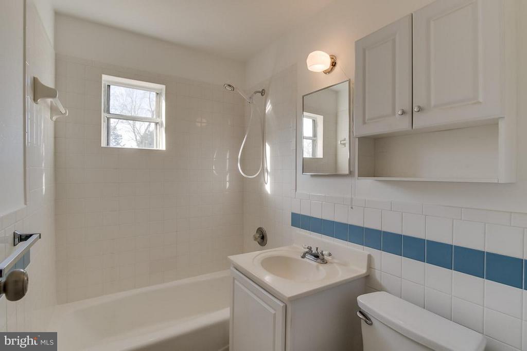 Bath - 189 OLD CENTREVILLE RD, MANASSAS PARK