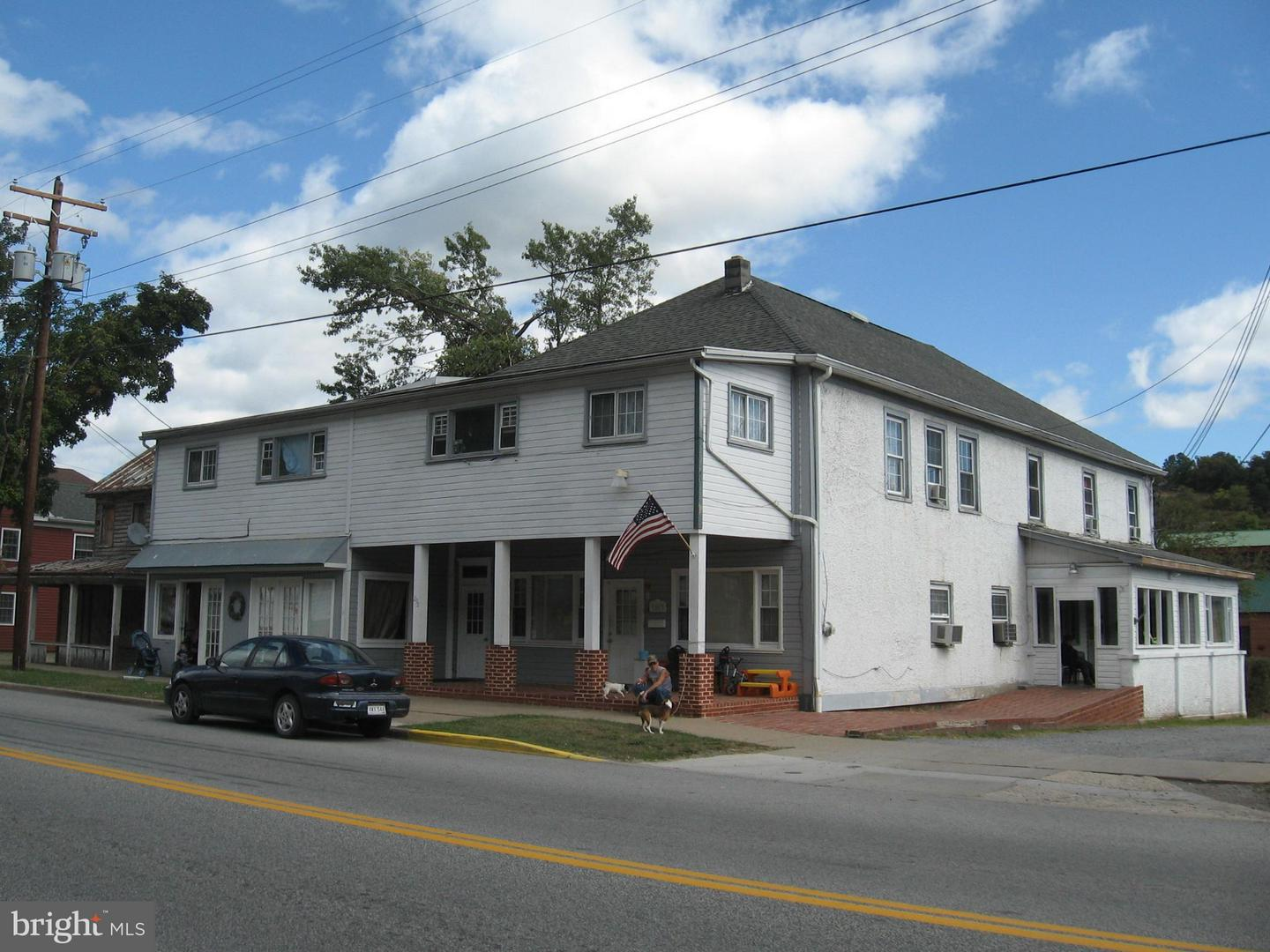 Commercial for Sale at 292 North Washington St Berkeley Springs, West Virginia 25411 United States