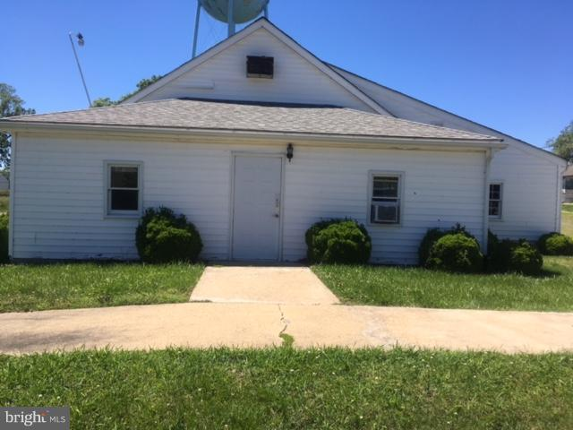 Photo of home for sale at 204 Garfield Avenue, Colonial Beach VA