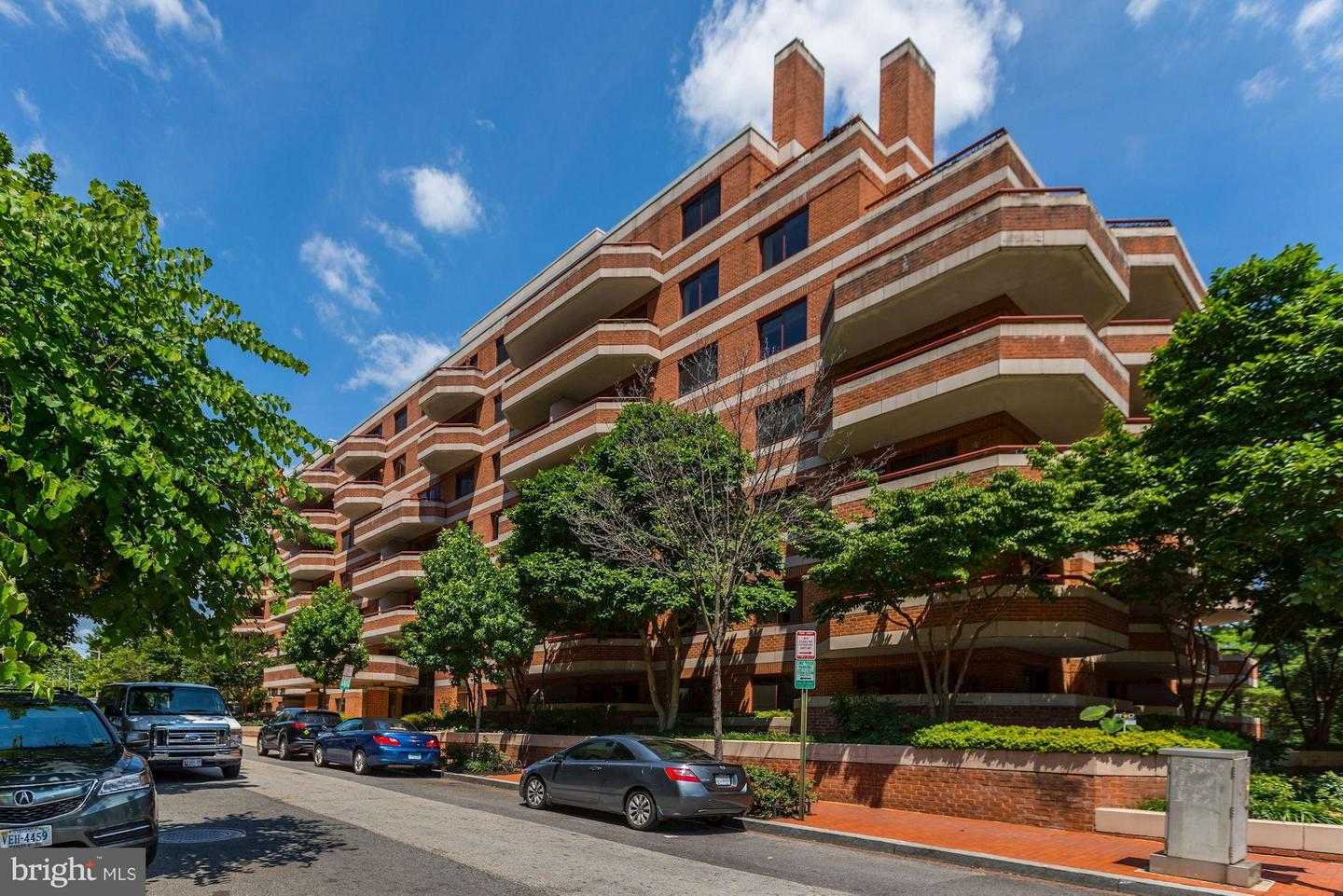 Single Family for Sale at 2301 N St NW #102 Washington, District Of Columbia 20037 United States