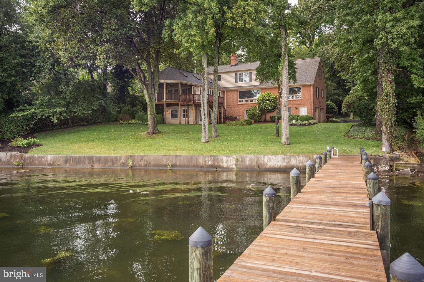 Single Family Home for Sale at 6013 River Drive 6013 River Drive Lorton, Virginia 22079 United States