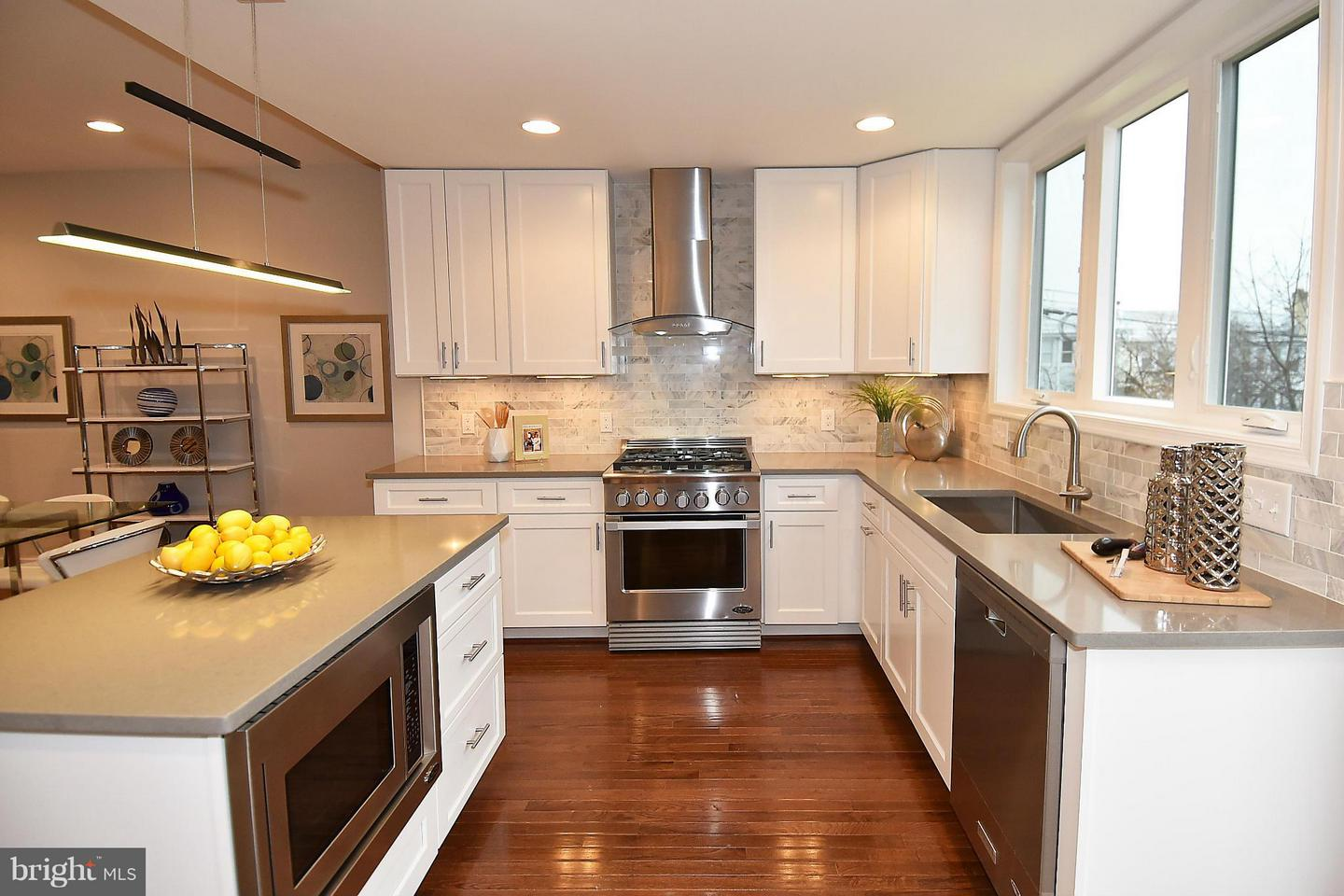Additional photo for property listing at 823 Emerson St NW 823 Emerson St NW Washington, District Of Columbia 20011 United States