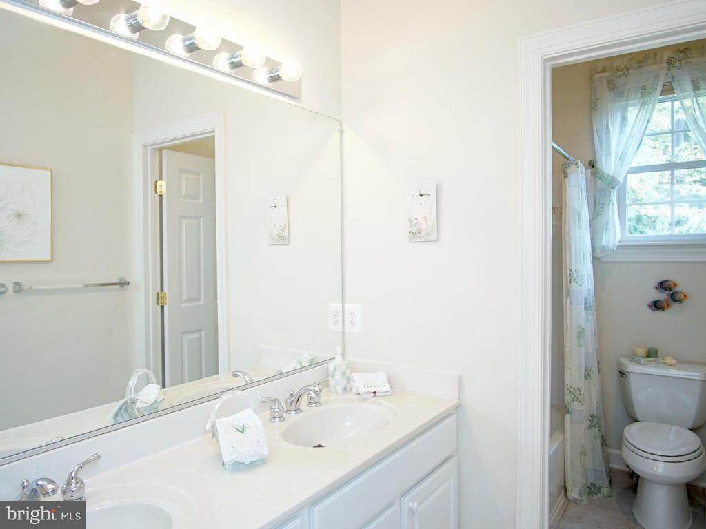 Full Bath Two, ceramic tile - 16952 OLD SAWMILL RD, WOODBINE