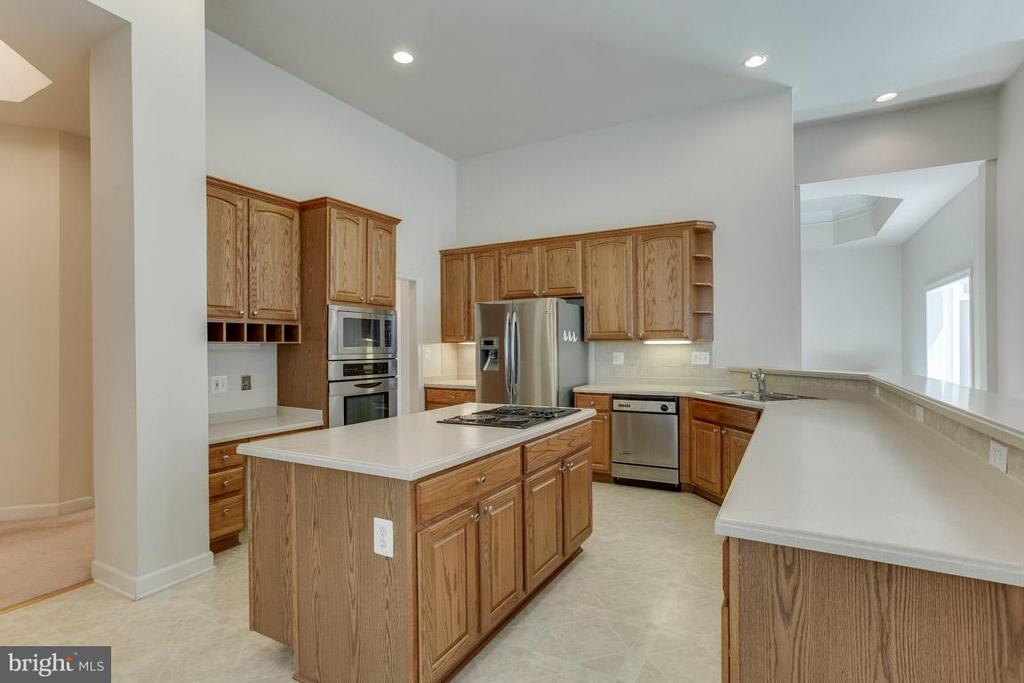 Center Island Kitchen - 16952 OLD SAWMILL RD, WOODBINE