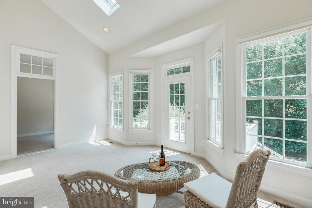 Sun room leading to rear deck - 16952 OLD SAWMILL RD, WOODBINE
